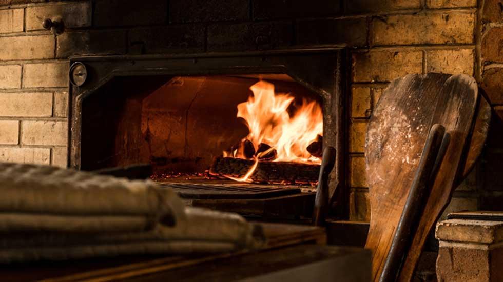 火を入れた石窯