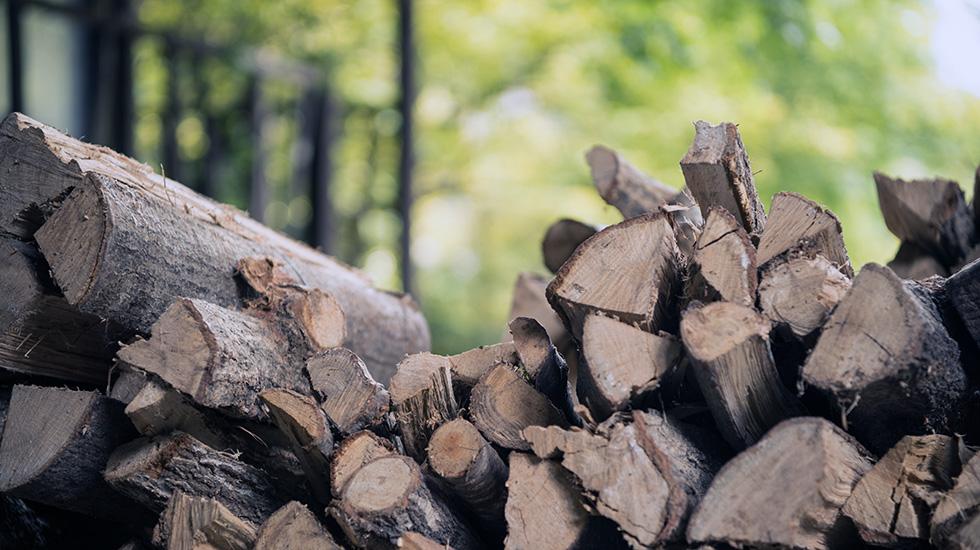 石窯に使用する薪
